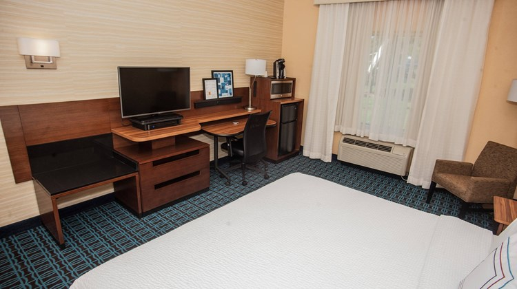 Fairfield Inn & Suites Akron - South Room