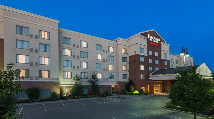 Fairfield Inn & Suites Buffalo Airport Exterior