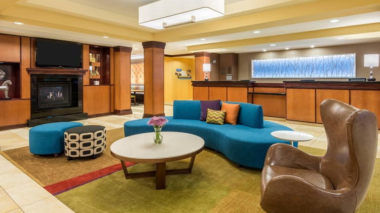 Fairfield Inn & Suites Buffalo Airport Lobby