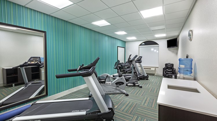 Holiday Inn Express & Suites Shreveport Health Club