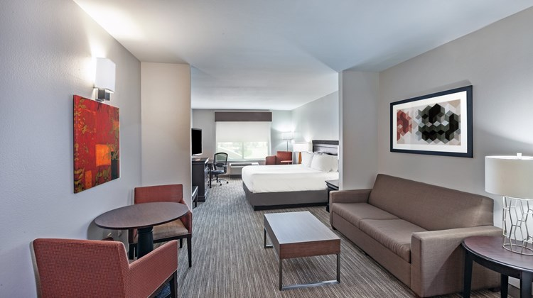 Holiday Inn Express & Suites Shreveport Suite