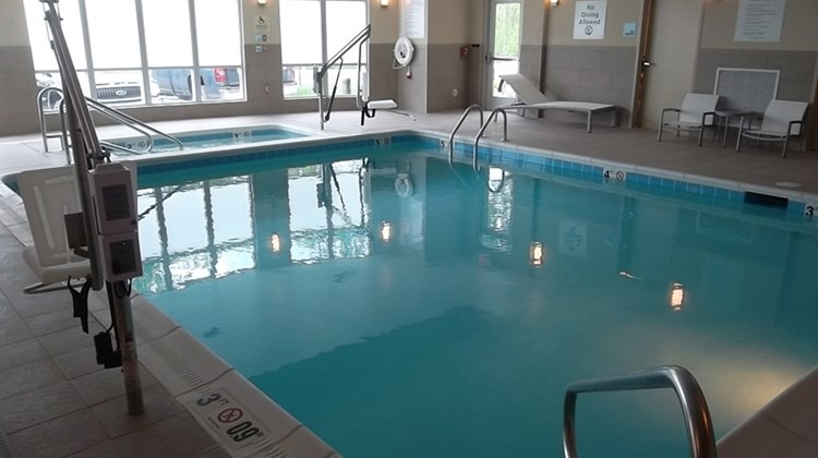 Holiday Inn Express Suites Easton Pool