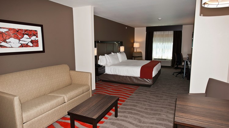 Holiday Inn Express Suites Easton Suite