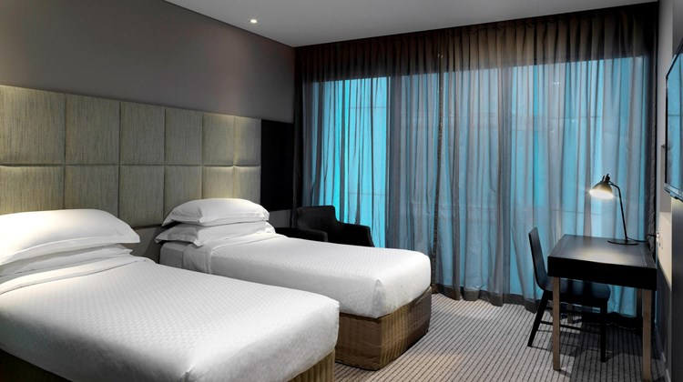 Four Points by Sheraton Brisbane Room