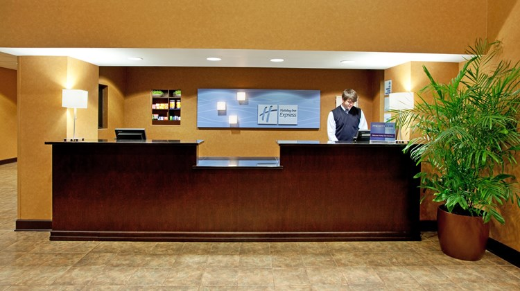 Holiday Inn Express & Stes Columbia Lobby