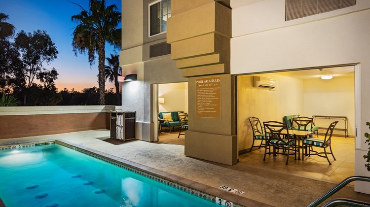 Candlewood Suites Anaheim-Resort Area Pool