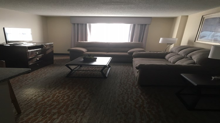 Holiday Inn Atlanta Northlake Suite