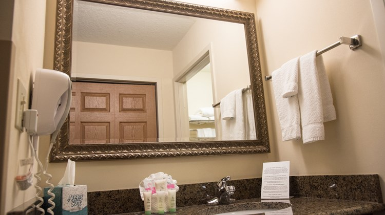 Staybridge Suites Fort Wayne Room