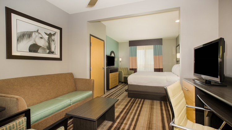Holiday Inn Express & Suites Amarillo W Room