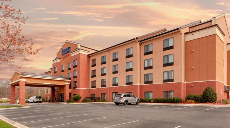 Fairfield Inn & Suites Charlotte Matthew Exterior