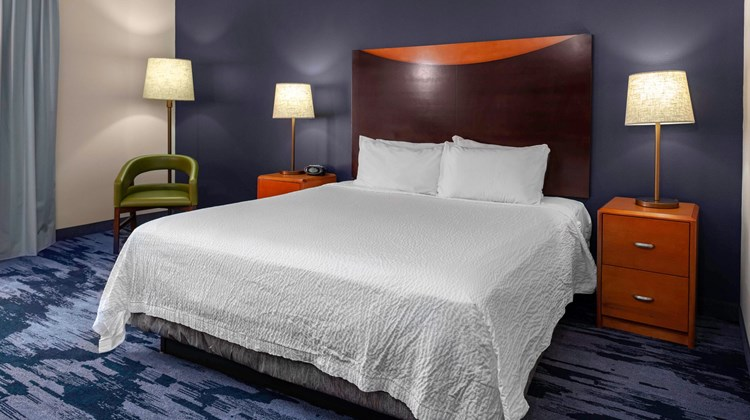 Fairfield Inn & Suites Charlotte Matthew Room