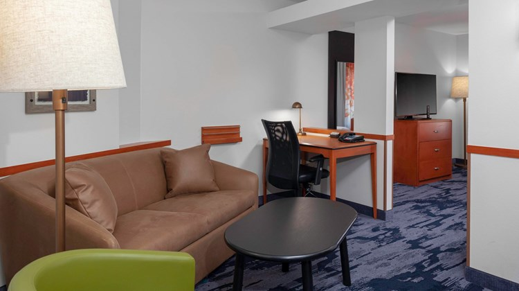 Fairfield Inn & Suites Charlotte Matthew Suite