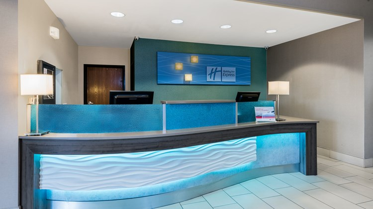 Holiday Inn Express Hotel & Suites SW Lobby