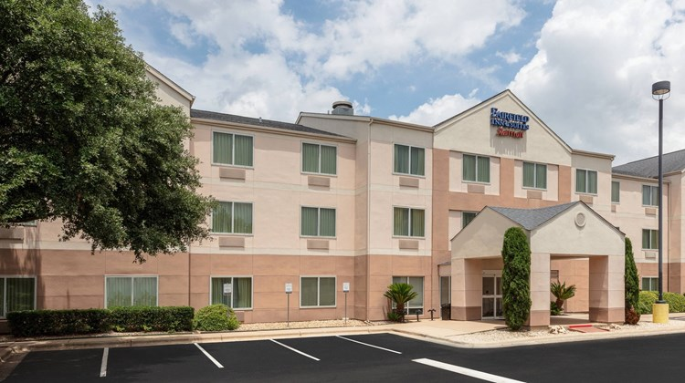Fairfield Inn and Suites Austin South Exterior